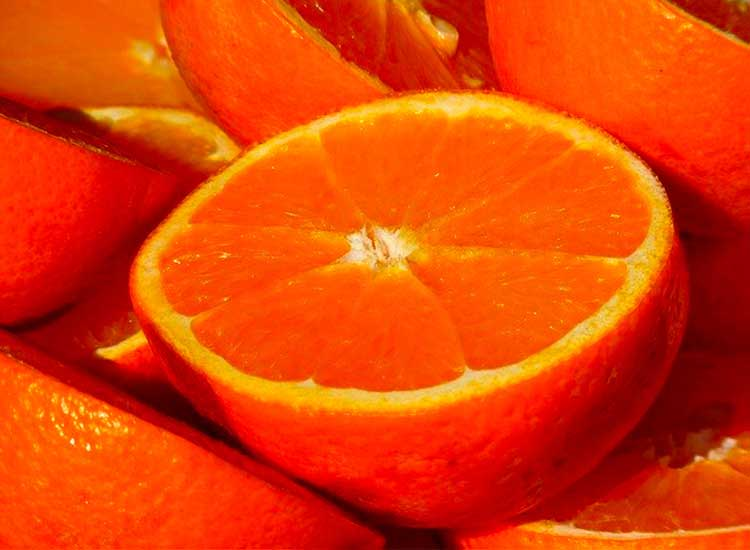 Commander un panier de fruits avec des oranges